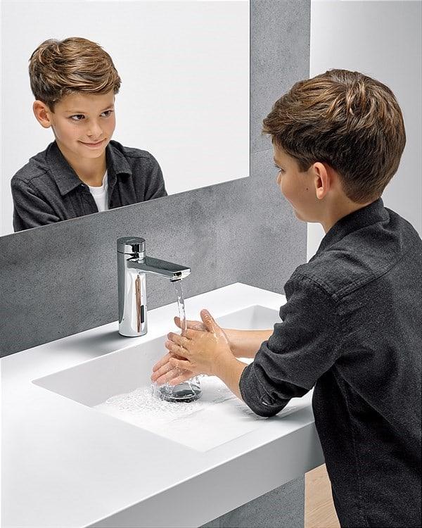 WimTec HyPlus: berührungslose Bedienung und Trinkwasserhygiene